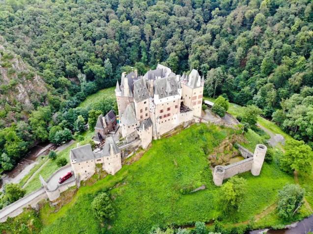 Burg Eltz Drohnenaufnahme