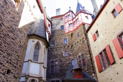 Innenhof Burg Eltz