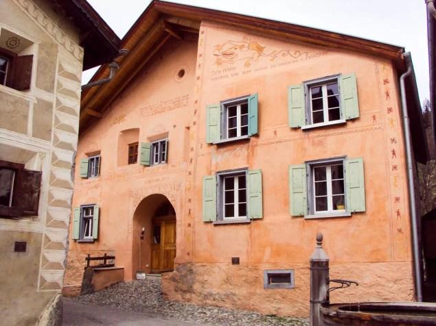Engadienerhaus Guarda Graubünden