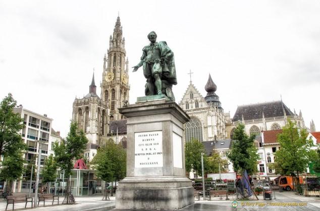 Rubens Statue in Groenplaats