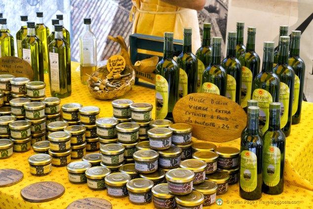 L'Isle-sur-la-Sorgue market day