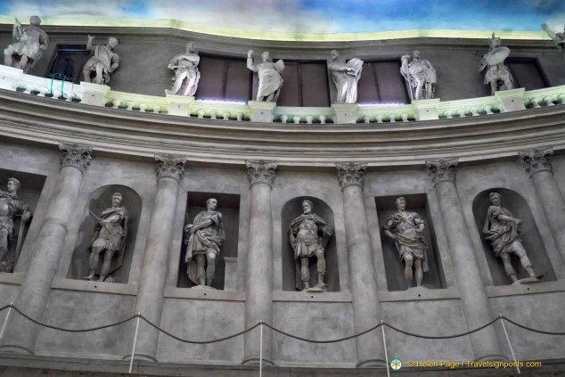 Teatro Olimpico statues
