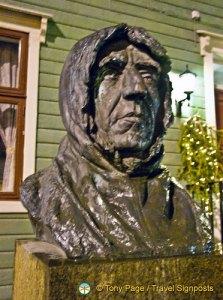 Statue of Roald Amundsen, Tromsø