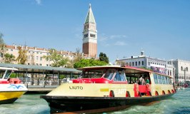 Sightseeing in Style and Comfort on the Vaporetto dell'Arte