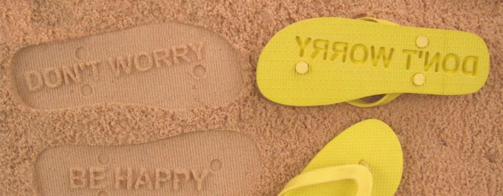 Essential beach accessories flipsidez sandals travelsmart vip travel smart blog