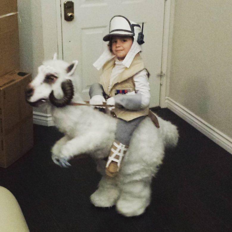 tauntaun_costume_1 halloween