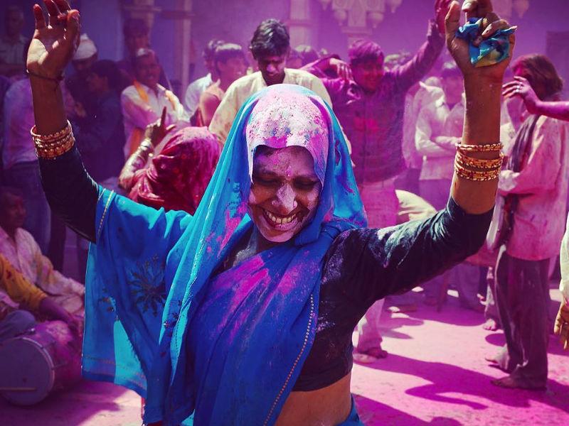 holi-festival-dancing