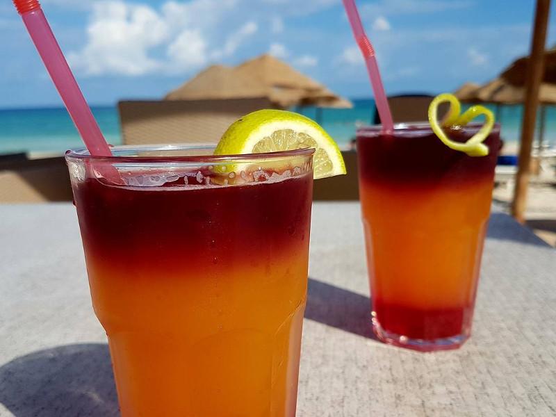 visit-tunisia-beach-cocktails