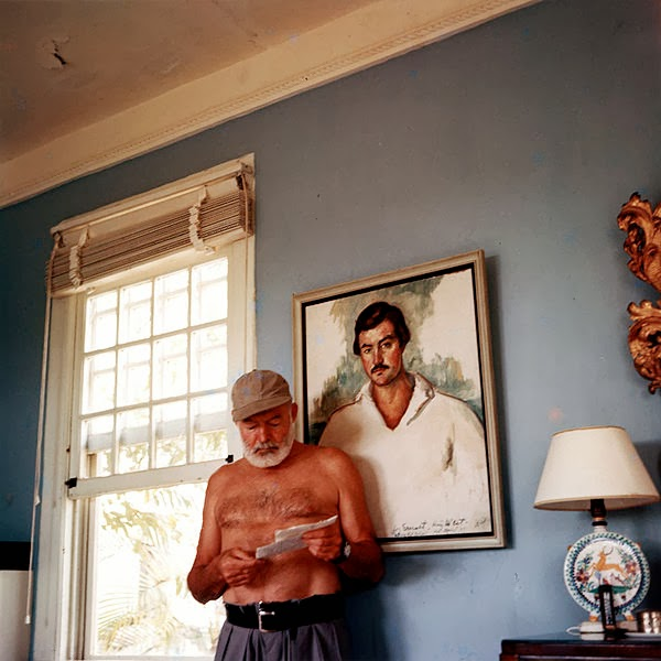 Ernest Hemingway nella sua casa a Cuba, nel 1953