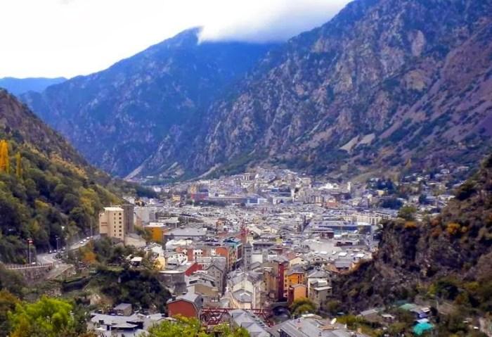 800px-Andorra_20101030r