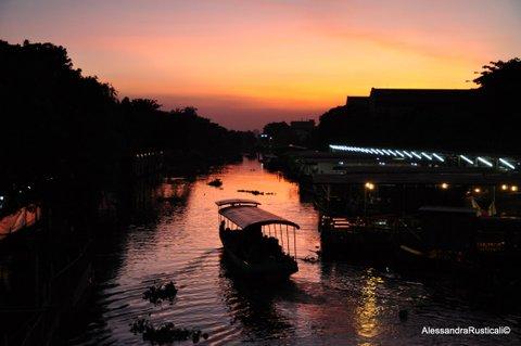 Tramonto al mercato galleggiante di Kwam Riam @AlessandraRusticali