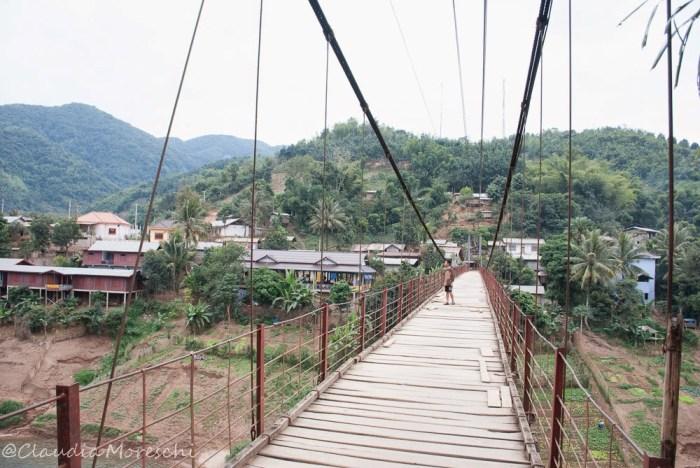 Ponte di Muang Khua, Laos