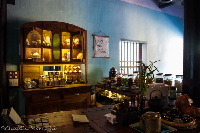 L'interno del Reaching Out, a Hoi An