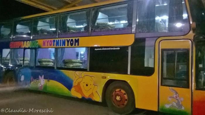 sleeping bus laotiano