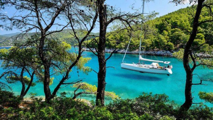 "Daily Mail: Υμνεί την Σκόπελο ως το ""νησί του δάσους"", όπου το πράσινο  σμίγει με το απέραντο γαλάζιο! (βίντεο)"