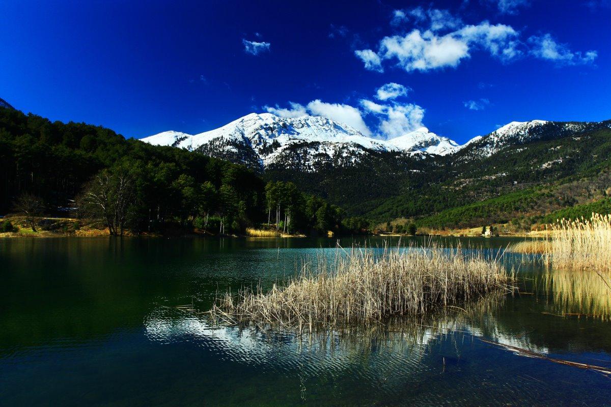 Κάμπος Φενεού και Λίμνη Δόξα πανοραμική τον χειμώνα
