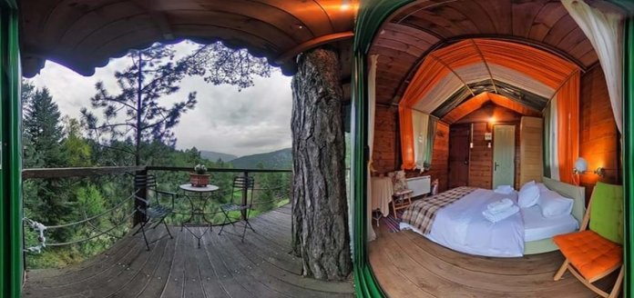 Guest House Alexiou ορεινή κορινθία δεντρόσπιτο δωμάτιο και μπαλκόνι με θέα