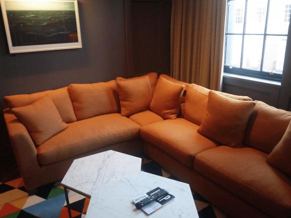 suitesittingroom