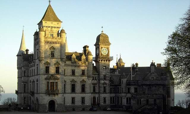 driveway view of dunrobin castle