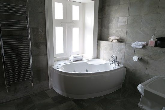 blackaddie house hotel bathroom.