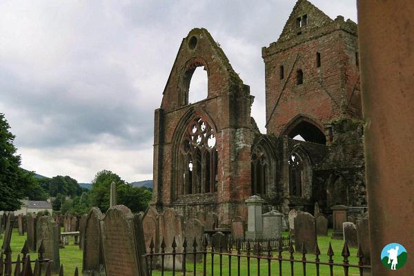 sweetheart abbey history dumfries