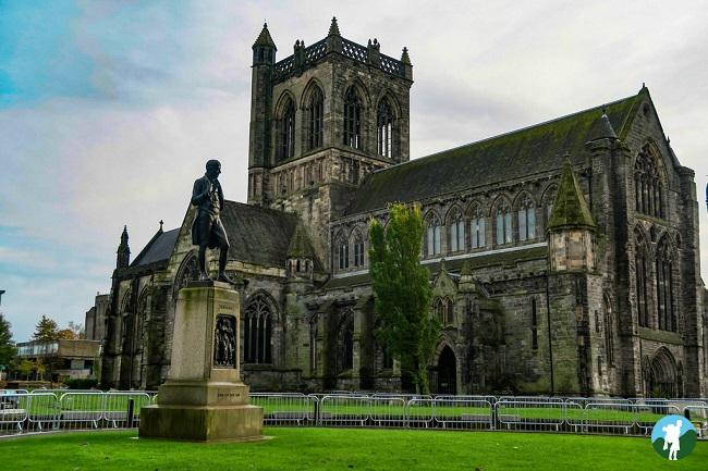 paisley abbey exterior