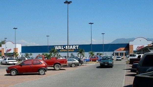 Walmart_puerto_vallarta.jpg