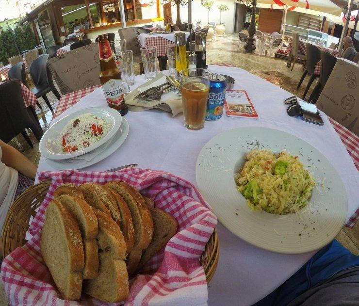 Im Restaurant Aroma (Peja, Kosovo)