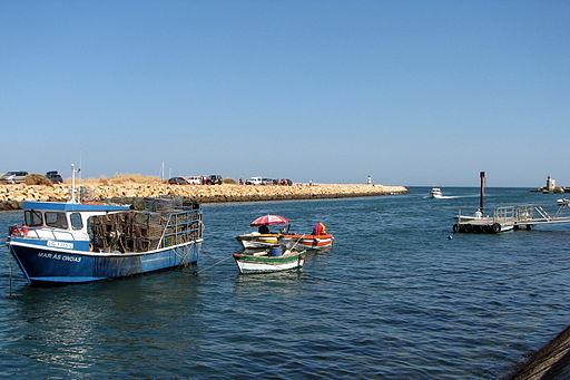 Fishing_at_Lagos_-_The_Algarve,_Portugal_(1387589273)