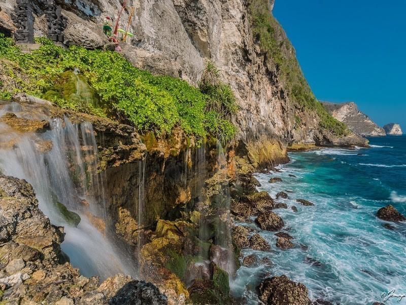 the-peguyangan-waterfall-nusa-penida