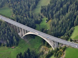 One of the main routes to North Tyrol: The Europabrücke near Innsbruck.