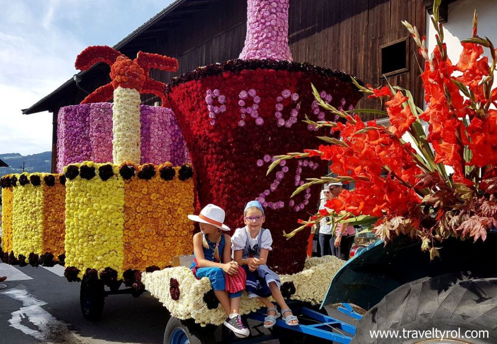 Little girls on Kirchberg flower parade.