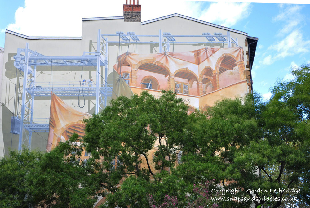 Trompe-l'oeil mural in Place Endenement-Flourassent