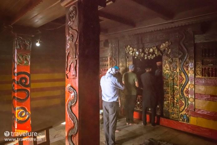 Paying their respects after the Bijli Mahadev Trek – Kullu Attraction