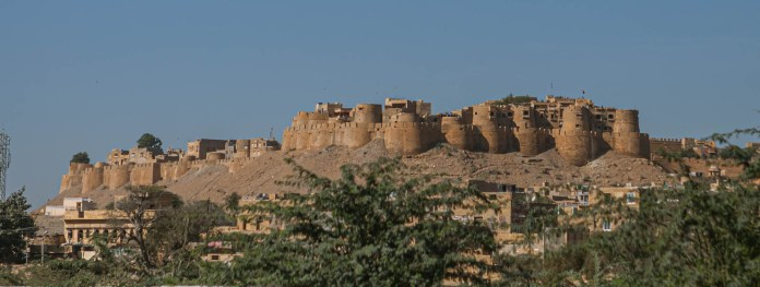 As a living fort, it has seen a huge influx of tourists savouring pre-modernist lifestyle. They come to live like locals but seldom stay true to the cause. - Jaisalmer Fort, Jaisalmer, Rajasthan - Travelure ©