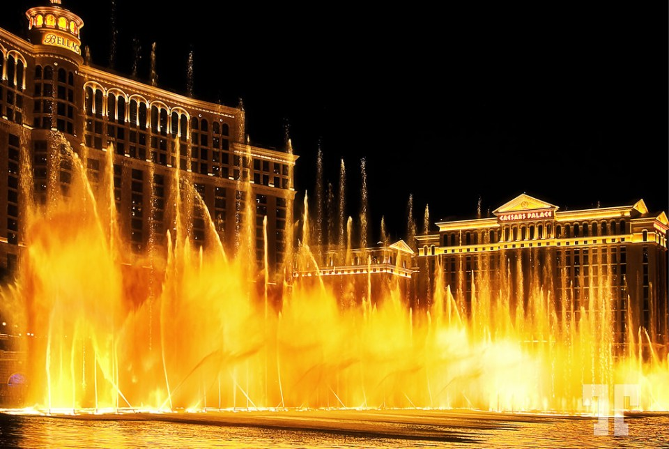 Dancing Water Fountains on Las Vegas Strip - A free show not be missed