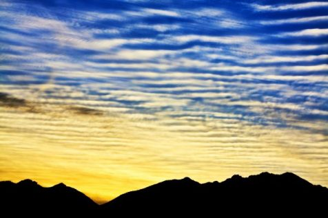 Rippled clounds ove the mountains n Mohave Desert, Arizona