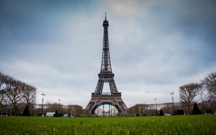 Eifel Tower, Paris Travel Guide, paris Tourism, Top 10 things to do in Paris, Hotels Near Eifel Tower, top 10 things to do in france, top 10 things to do in paris, paris, flights to paris from united kingdom , cheap flights to paris from united kingdom,