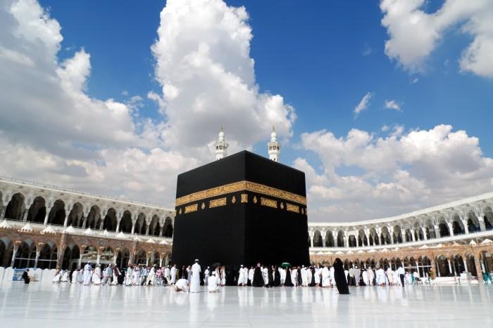 Kaaba in Mecca Saudi Arabia, umrah packages, how to do umrah, umrah tips, flight to medina, cheap flights to medina,