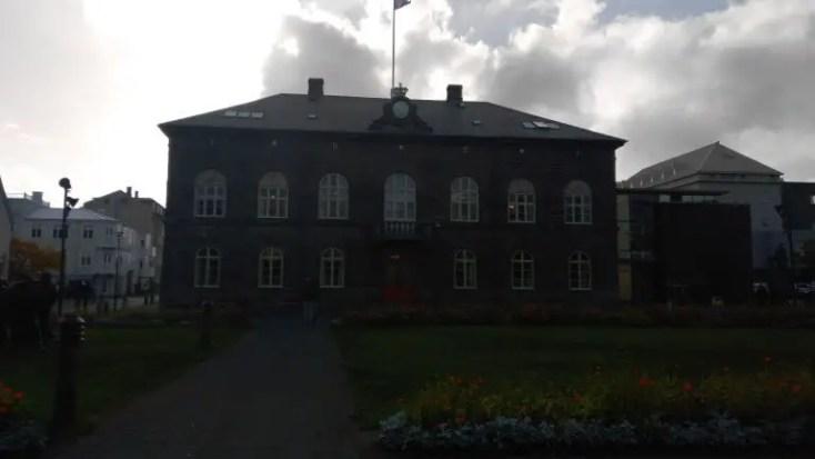 Parlamentul din Reykjavik, Islanda, o zi in Reykjavik