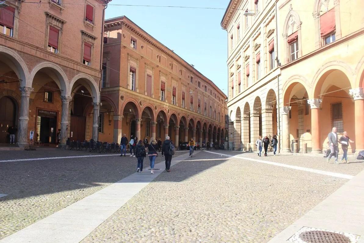 Bologna - ghid turistic și secretele orașului roșu