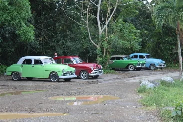 vintage cars at cueva del indio