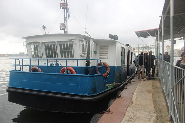 The 1 CUP ferry to Cristo de Habana and the castles