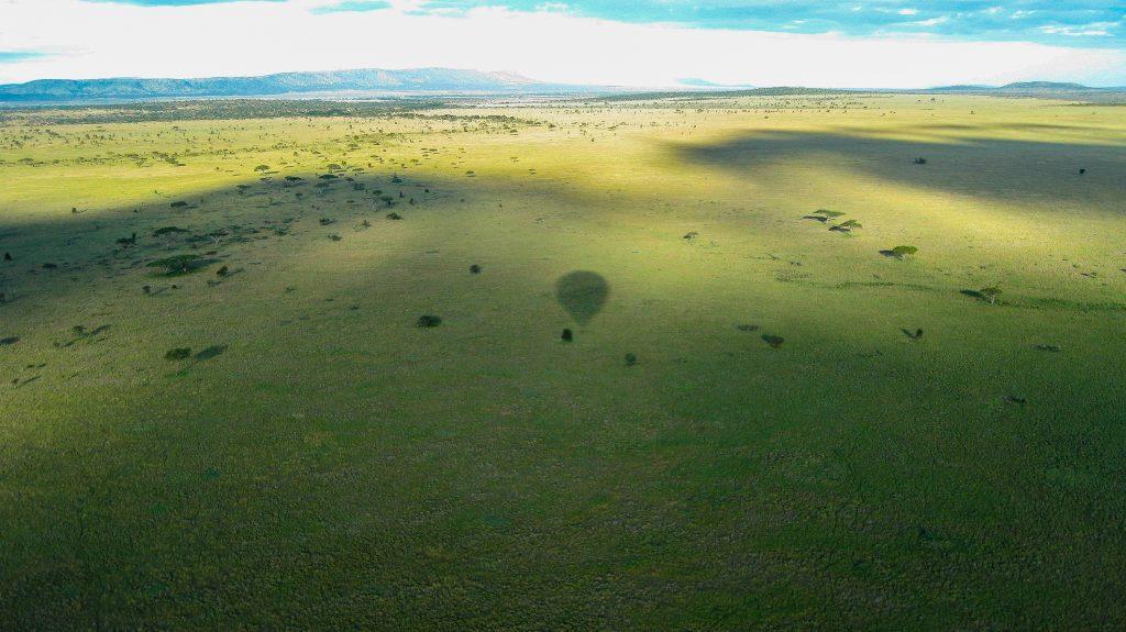 Tanzania luchtballon vaart voor het eerst op safari