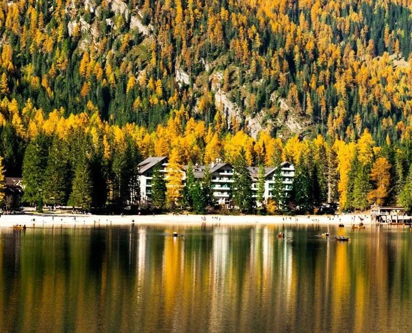 Lago di Braies colori autunnali