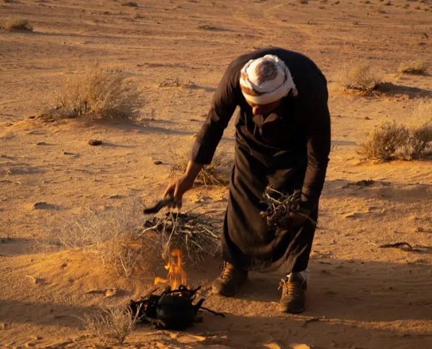 preparazione del the nel deserto