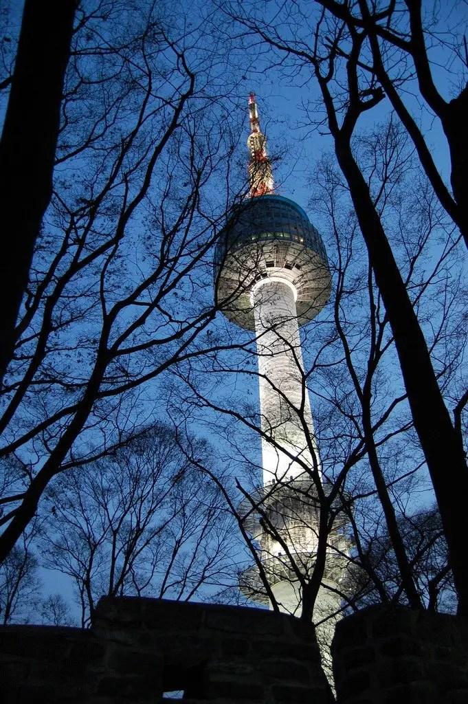 seoul tower di notte