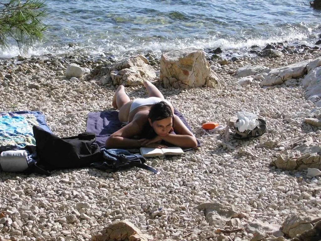 Relax sulla spiaggetta di Simuni a Pag
