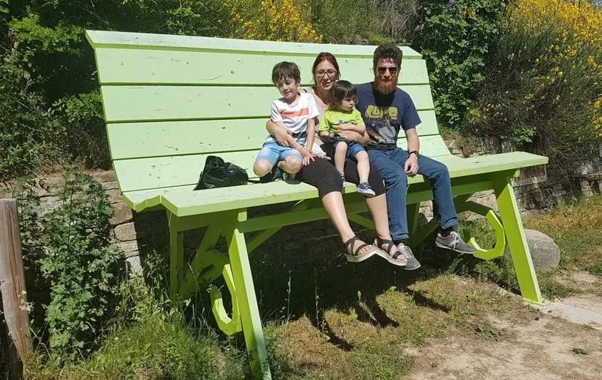 panchina gigante verde