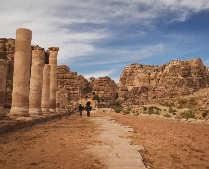 via colonnata a Petra